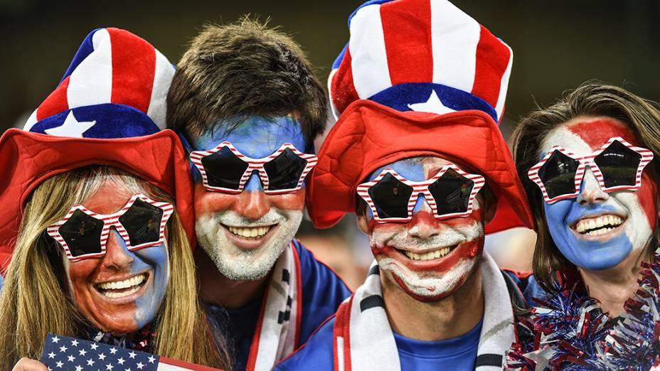 Torcedores dos Estados Unidos durante o jogo contra Gana na Arena das Dunas, em Natal