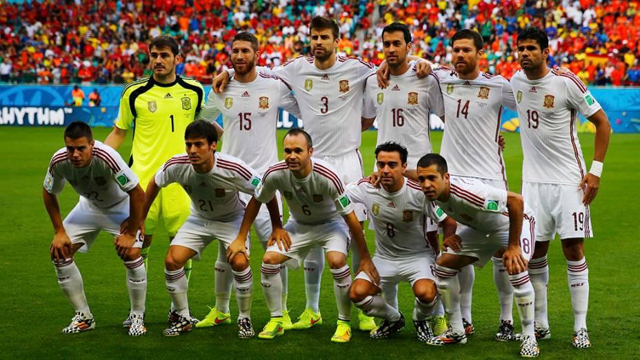 Seleção da Espanha posa para foto antes do jogo contra a Holanda, na Arena Fonte Nova em Salvador