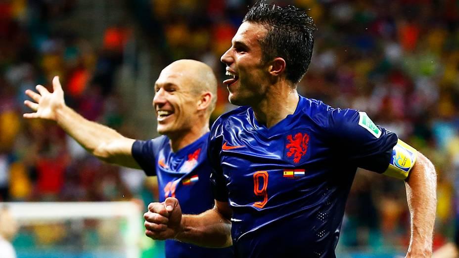 Robin van Persie comemora o quarto gol da Holanda contra a Espanha, na Arena Fonte Nova em Salvador