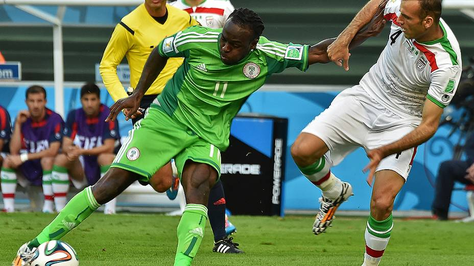 Lance no jogo entre Irã e Nigéria na Arena da Baixada, em Curitiba