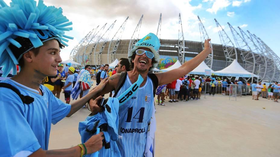 Torcedores do Uruguai chegam no Castelão para o jogo contra a Costa Rica, em Fortaleza