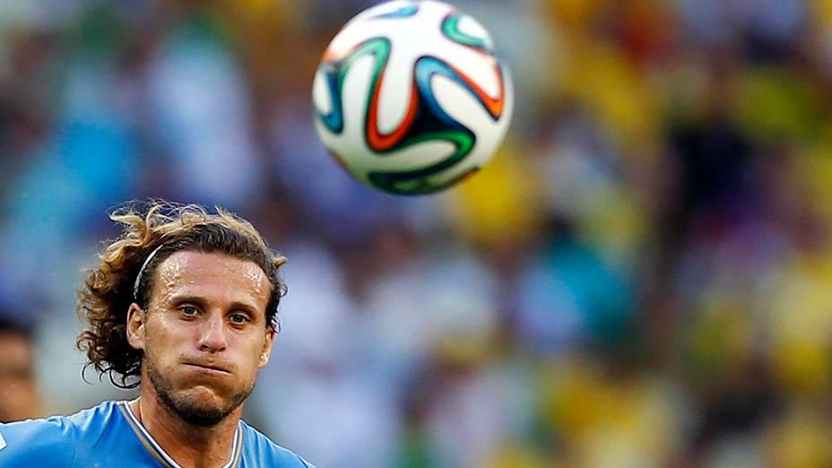 Diego Forlán, do Uruguai, durante o jogo contra a Costa Rica no Castelão, em Salvador