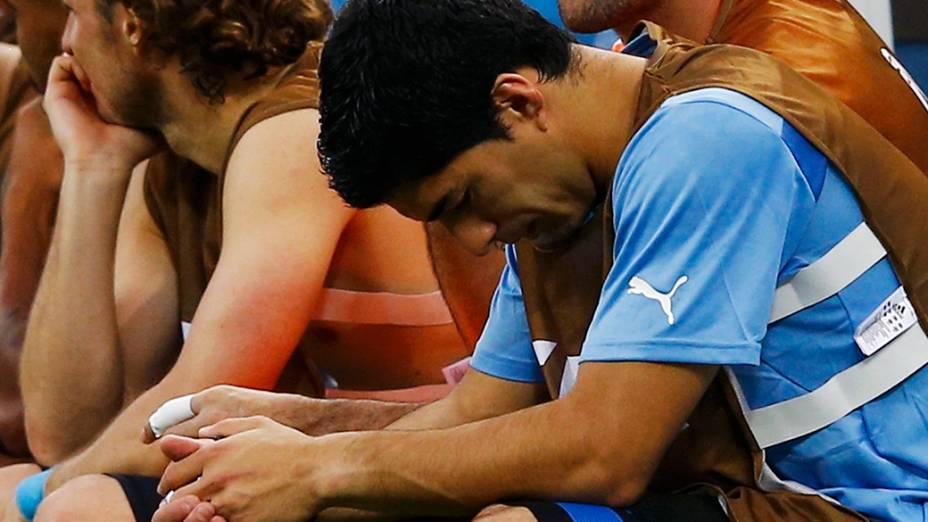 O uruguaio Luis Suárez reage ao gol da Costa Rica, no Castelão em Fortaleza