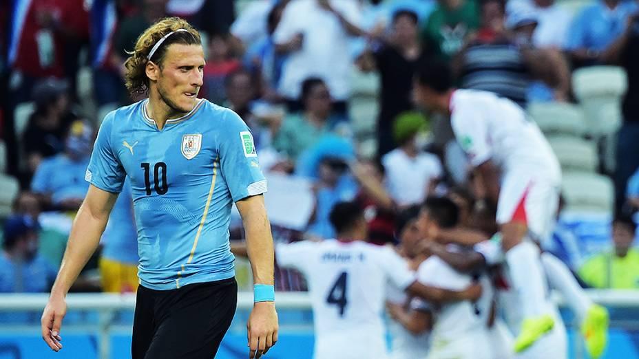 O uruguaio Diego Forlán reage ao gol da Costa Rica no Castelão, em Fortaleza