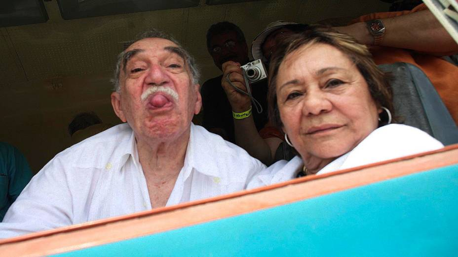 Gabriel García Márquez com sua esposa Mercedes Barcha durante visita a sua cidade natal de Aracataca, na Colômbia em 2007