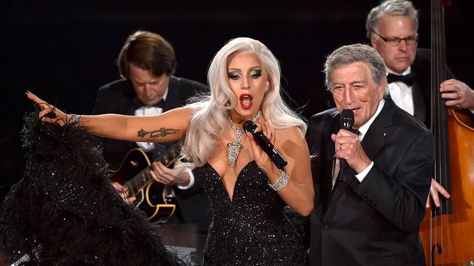 Lady Gaga e Tony Bennett durante 57ª edição do Grammy, premiação que elege os melhores da música internacional, que acontece neste domingo (08)
