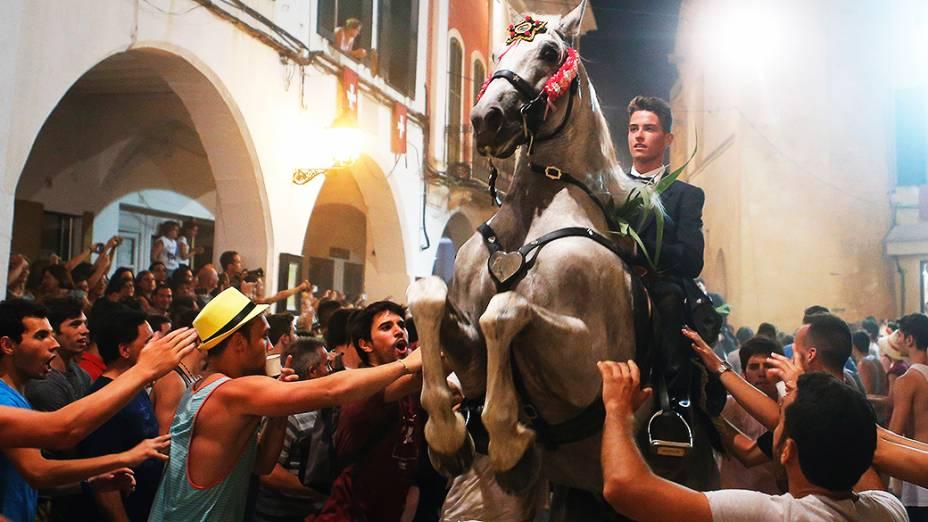 Os cavaleiros são representantes da antiga sociedade de Ciutadella - nobreza, clero, artesãos e agricultores