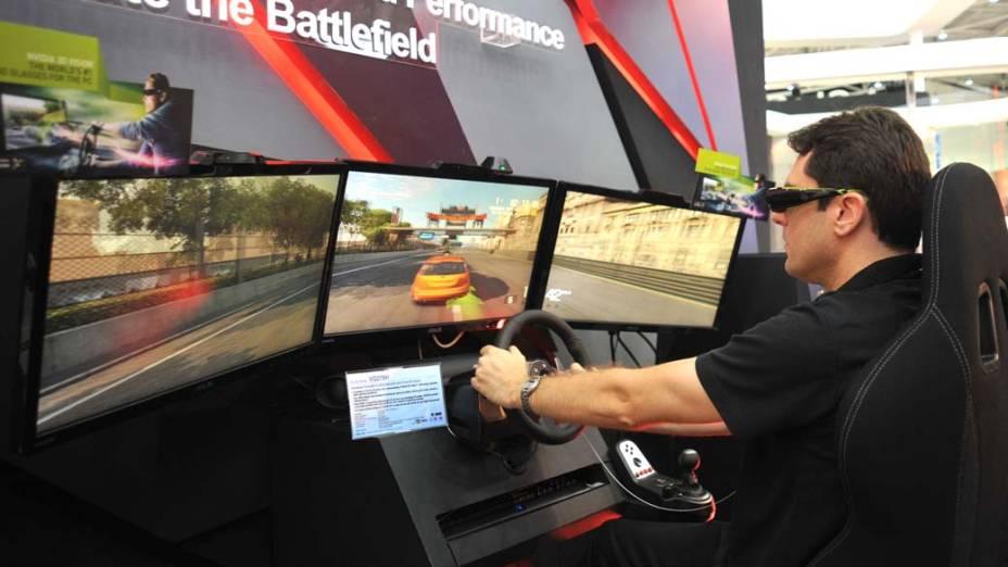 Visitante joga game desenvolvido pela empresa AsusTek durante a feira de<br> tecnologia e comunicação Computex, em Taipei, Taiwan