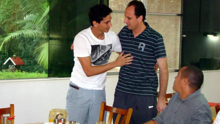 Paulo Henrique Ganso e Rogério Ceni se encontram no CT do São Paulo