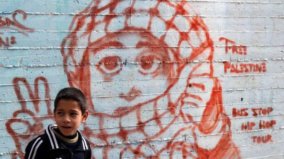 Garoto palestino em campo para refugiados na cidade de Nablus, Cisjordânia