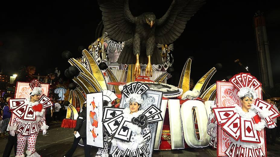 """Desfile da Gaviões da Fiel com o enredo """"No jogo enigmático das cartas, desvendem os mistérios e façam suas apostas, pois a sorte está lançada""""<br><br>"""