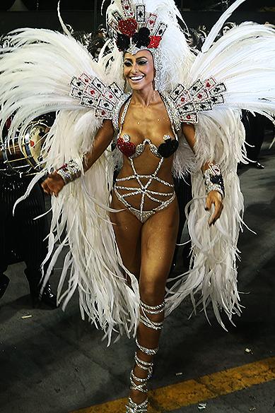 Sabrina Sato durante o desfile da Gaviões da Fiel no segundo dia de desfile do Grupo Especial de São Paulo
