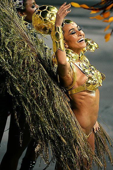 Sabrina Sato no desfile da Gaviões, em São Paulo