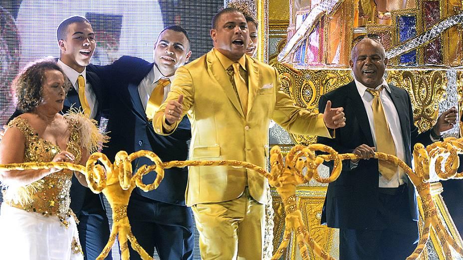 Ronaldo foi o homenageado da Gaviões da Fiel no Carnaval 2014