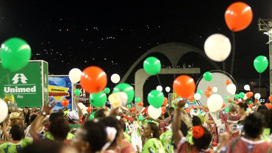 Componetes da Grande Rio fazem festa na Avenida para espantar tristeza pelo incêndio na Cidade do Samba