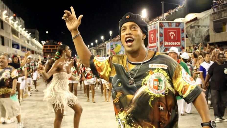 Ronaldinho Gaúcho comemorou vitória do Flamengo no ensaio da Grande Rio