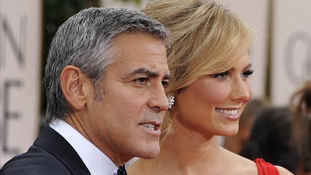 George Clooney e a namorada, Stacy Keibler, no Globo de Ouro