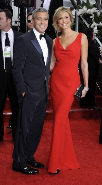 George Clooney e a namorada, Stacy Keibler, no tapete vermelho do Globo de Ouro