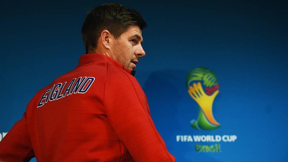 O jogador Steven Gerrard, da Inglaterra, durante coletiva de imprensa em Manaus