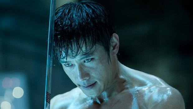 O ator sul-coreano Lee Byung-hun em cena de <em>G.I. Joe </em>como o vilão Storm Shadow