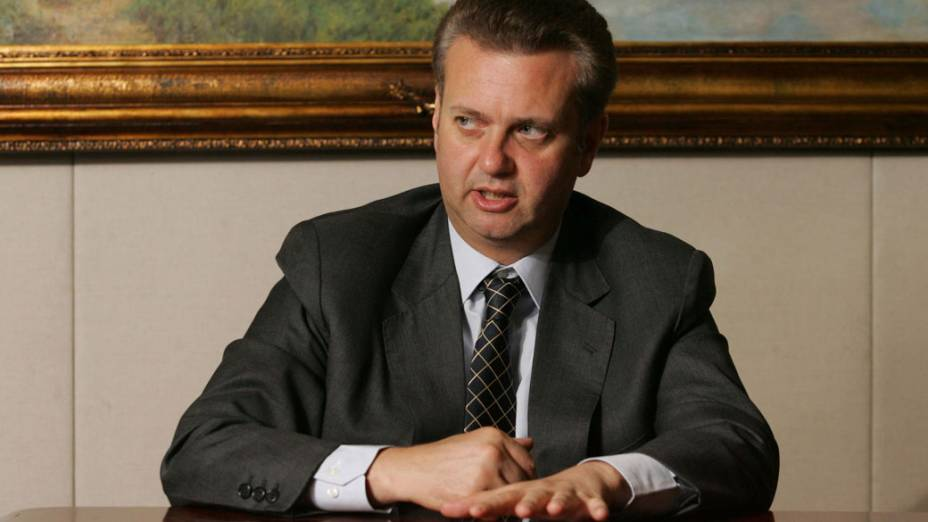 Prefeito de São Paulo Gilberto Kassab em seu gabinete em 2006