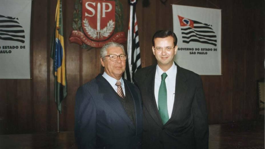 O então governador Mário Covas ao lado de Gilberto Kassab, no Palácio dos Bandeirantes, em São Paulo