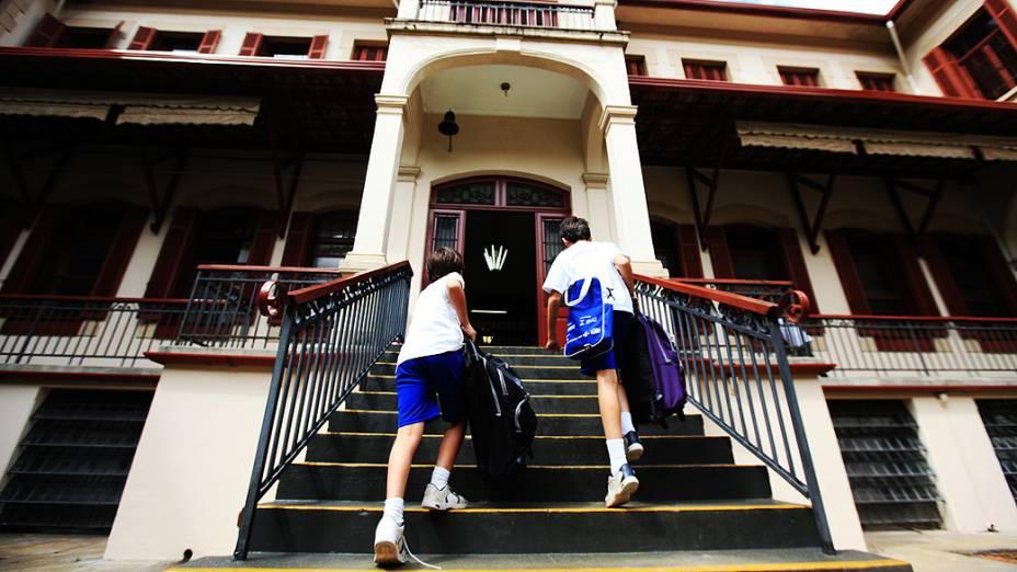Estudantes chegam a escola Liceu Paster, onde Gilberto Kassab estudou quando criança