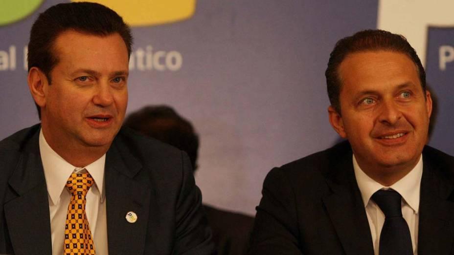 O prefeito de São Paulo, Gilberto Kassab, ao lado do governador de Pernambuco, Eduardo Campos, durante o lançamento oficial das bancadas do PSD no Congresso Nacional