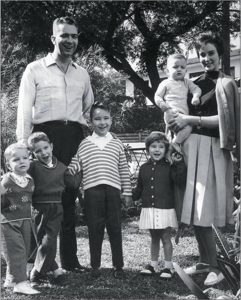 A família Kassab: os pais Pedro e Yacy e quatro dos seis irmãos. Gilberto Kassab é o bebê no colo da mãe, à direita