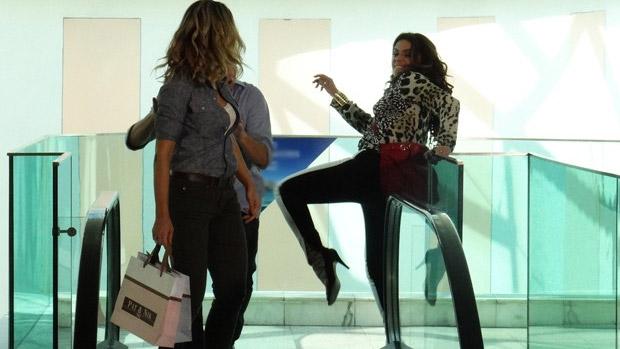 Giovanna Antonelli tem momento Karatê Kid como a delegada Helô, de 'Salve Jorge'