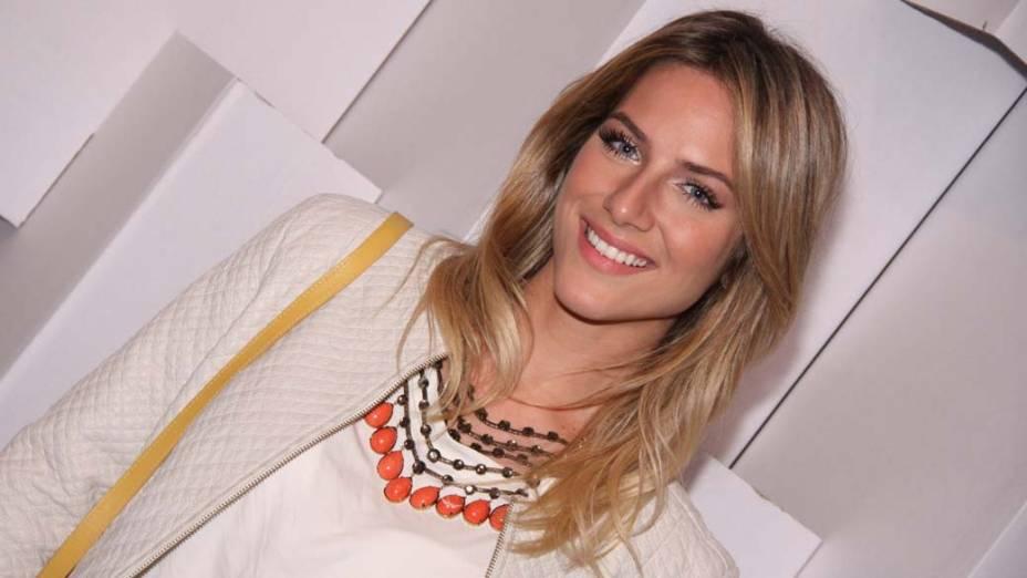 A modelo Giovanna Ewbank, namorada do ator Bruno Gagliasso, prestigiou o primeiro dia do SPFW