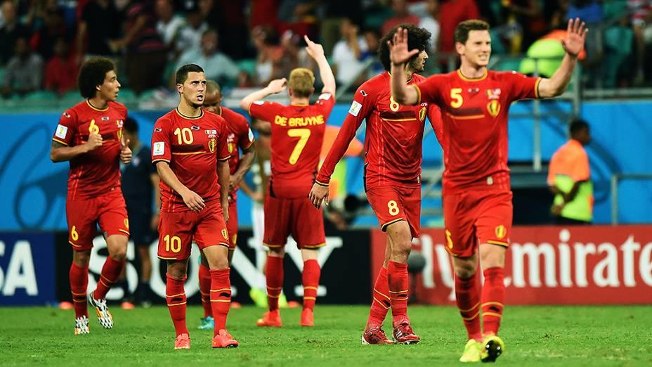 Jogadores da Bélgica comemoram gol contra os Estados Unidos na Arena Fonte Nova, em Salvador
