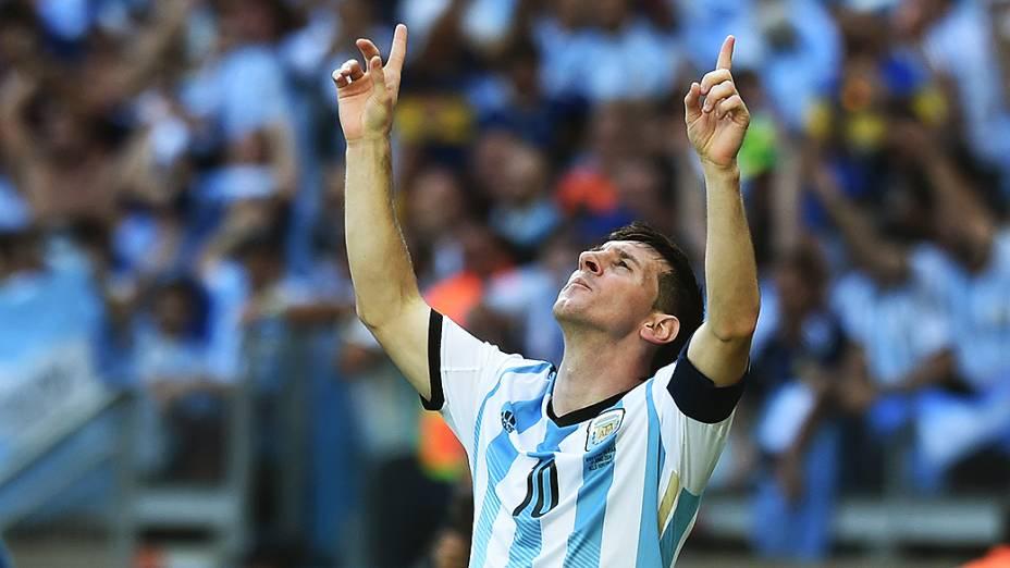 Lionel Messi comemora o único gol da Argentina contra o Irã no Mineirão, em Belo Horizonte