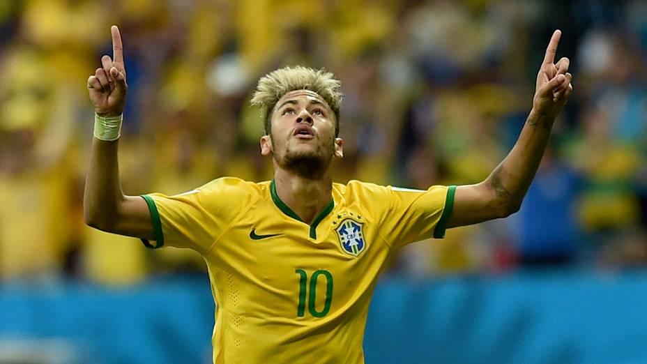 Neymar comemora gol contra Camarões no Mané Garrincha, em Salvador
