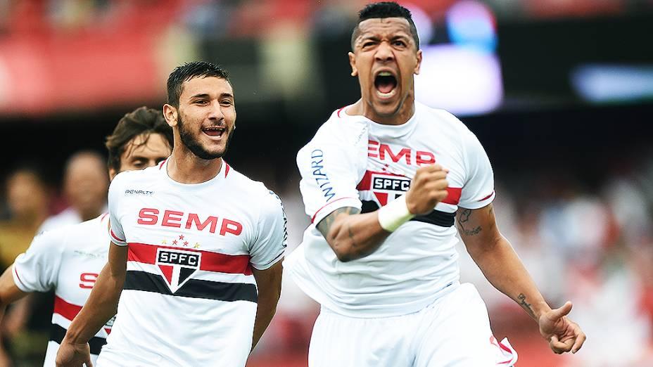 Jogador Antônio Carlos, do São Paulo, comemora o primeiro gol contra o Botafogo, pelo Campeonato Brasileiro no Morumbi