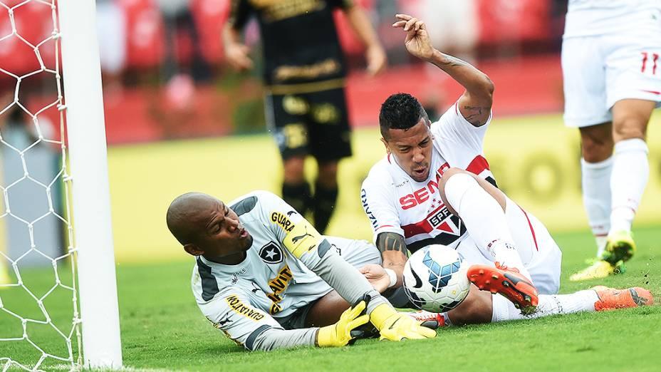Jogador Antônio Carlos, do São Paulo, marca o primeiro gol contra o Botafogo, pelo Campeonato Brasileiro no Morumbi