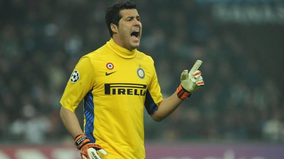 O goleiro Júlio César em ação pela Inter de Milão na Liga dos Campeões