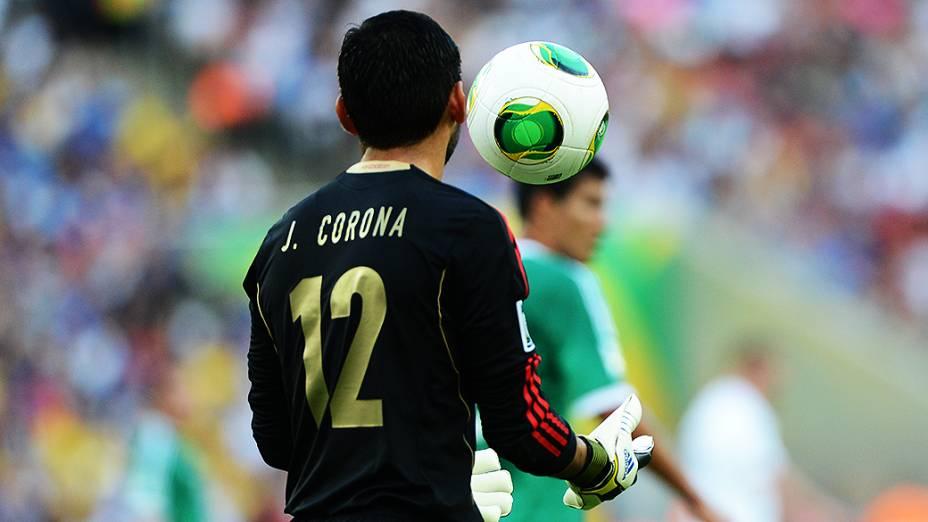 Goleiro do México durante jogo pela Copa das Confederações no Brasil