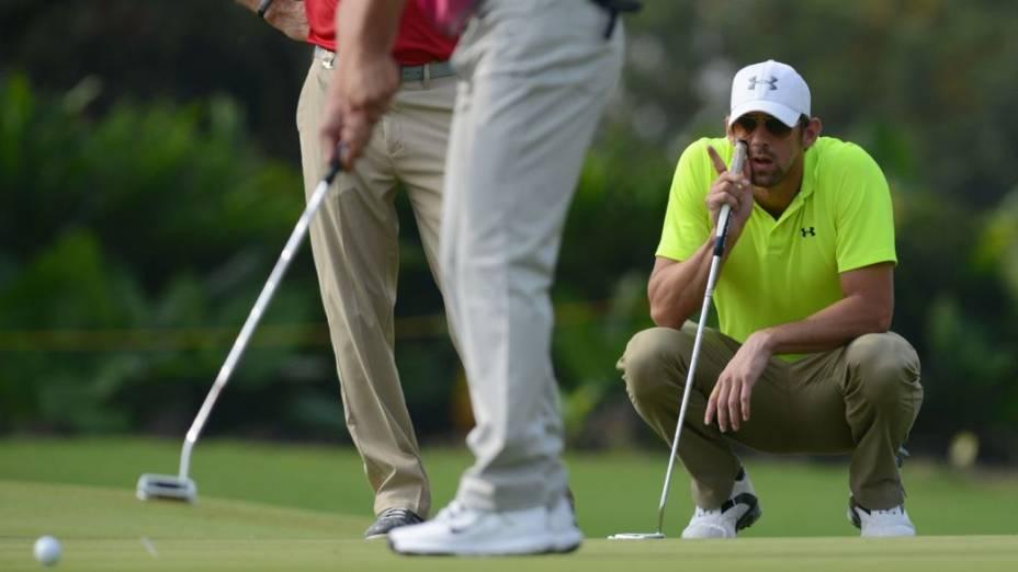 O ex-nadador Michael Phelps no torneio de golfe das celebridades em Haikou, na China, nesta sexta-feira