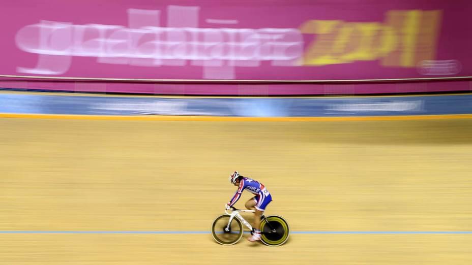O chileno Gonzalo Sabas Miranda durante prova de ciclismo no terceiro dia dos Jogos Pan-Americanos em Guadalajara, México, em 17/10/2011