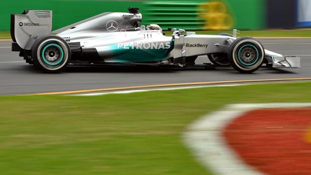 O piloto Lewis Hamilton durante treino livre, na Austrália