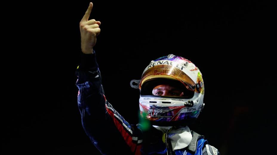 Faltando apenas um ponto para o bicampeonato, Sebastian Vettel comemora a vitória no GP de Cingapura