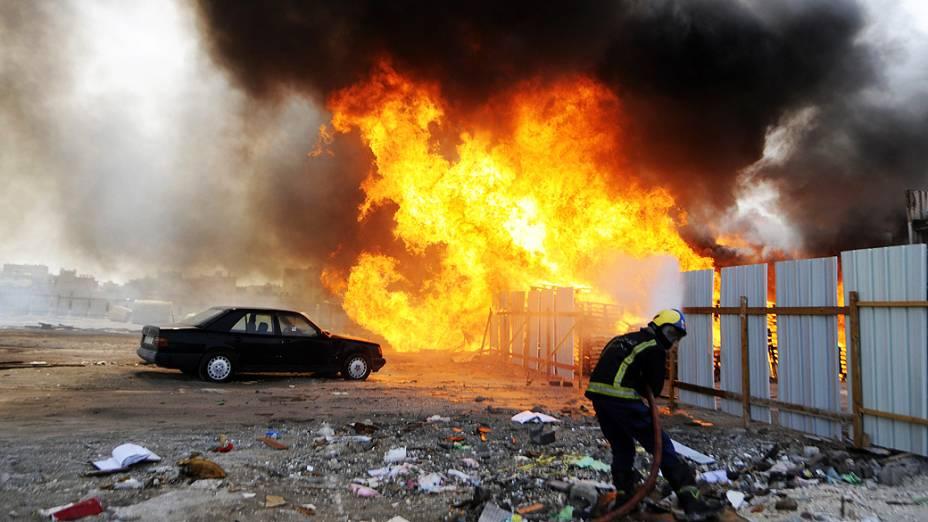 Opositores do Bahrein queimaram pneus neste domingo e enfrentaram as forças de segurança em protestos contra o regime e a realização do Grande Prêmio de Fórmula 1 no país