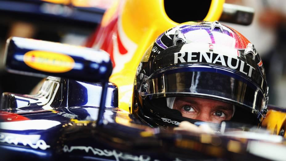 O campeão da temporada 2011, Sebastian Vettel, se prepara para os treinos do GP de Abu Dhabi