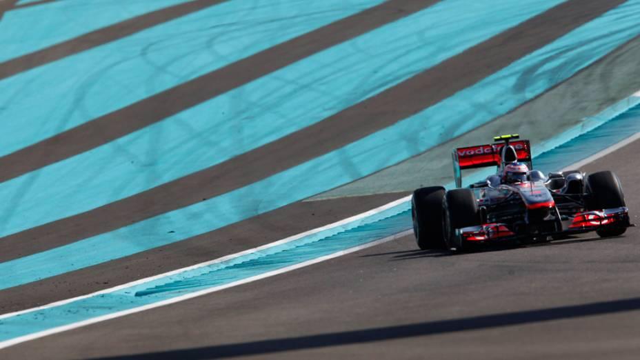 O britânico Jenson Button, da McLaren, durante a sessão de treino livre do GP de Abu Dhabi