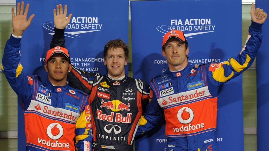 Lewis Hamilton (2º lugar), Sebastian Vettel (pole position) e Jenson Button (3º lugar), após o treino classificatório do GP de Abu Dhabi