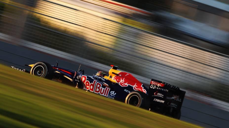 Sebastian Vettel, da Red Bull Racing, durante o treino classificatório de Abu Dhabi. A pole position no GP fez com que o piloto alemão igualasse o recorde de Nigel Mansell, com 14 pole positions em uma só temporada