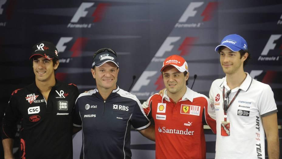 Da esquerda para a direita, Lucas Di Grassi, Rubens Barrichello, Felipe Massa e Bruno Senna antes do GP do Brasil de 2010