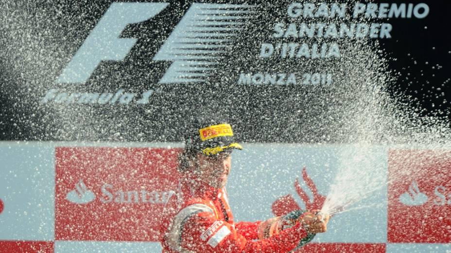 Fernando Alonso, da Ferrari, comemora o terceiro lugar no GP da Itália