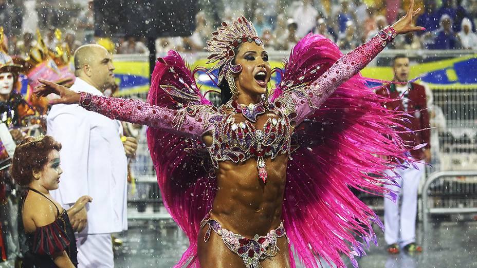 Gracyanne Barbosa desfilou na X-9 Paulistana, no Sambódromo do Anhembi